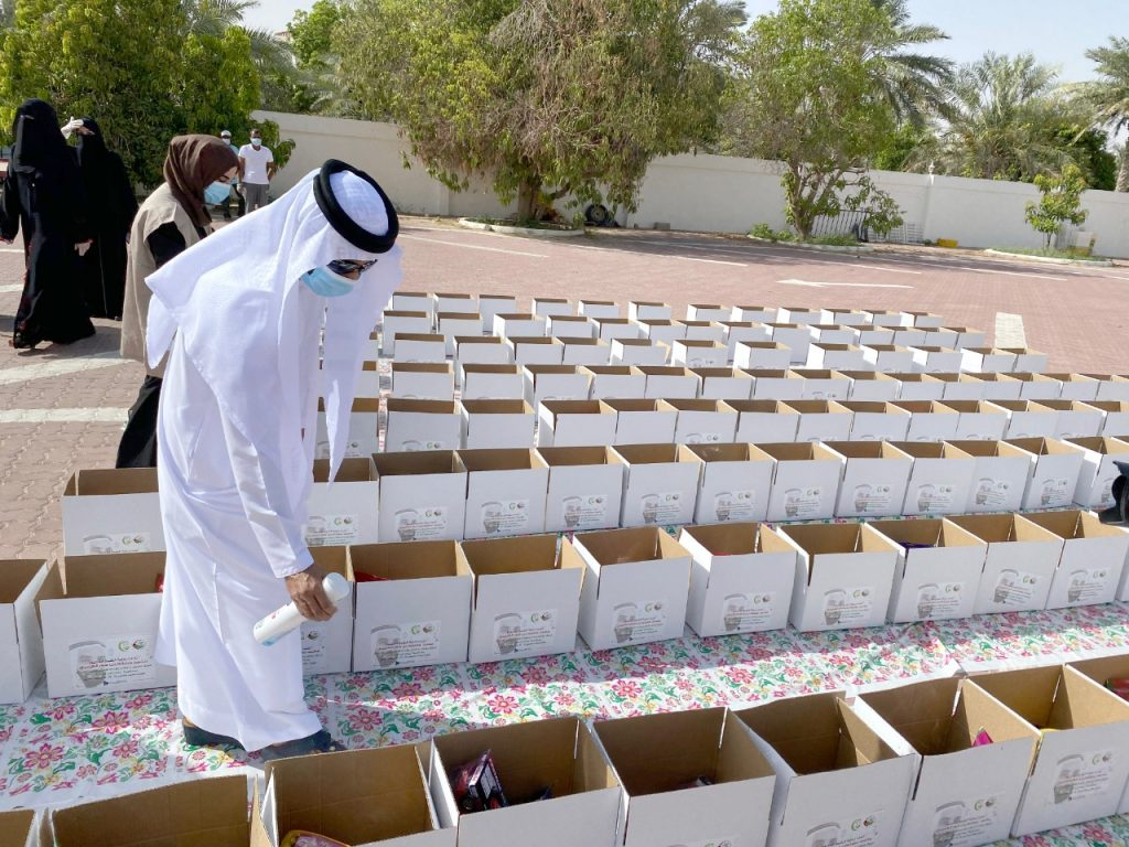 """برعاية محمد بن حم.. فريق عونك يا وطن يقدم هدايا العيد للأيتام بمناسبة """"يوم زايد للعمل الإنساني"""""""
